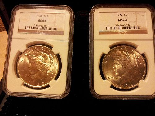 1922 P and 1923 P $1 PEACE DOLLAR  2 COIN SET