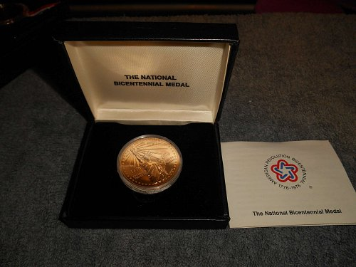 1976 Bicentennial gold plated medal statue of liberty