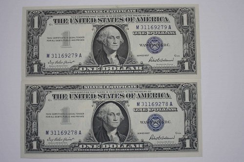 1957 0NE DOLLAR SILVER CERTIFICATES  TWO NOTES CONSECUTIVE
