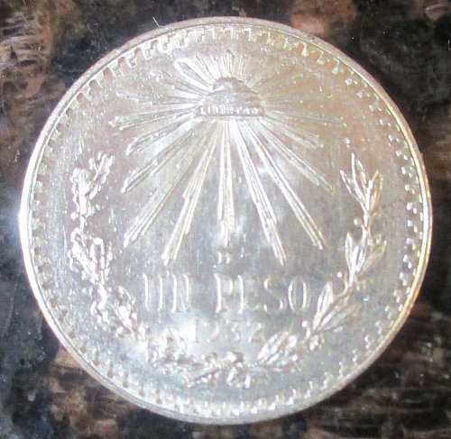 1932 Mexican Silver 1 Peso Silver Cap and Ray **BRILLIANT UNCIRCULATED**