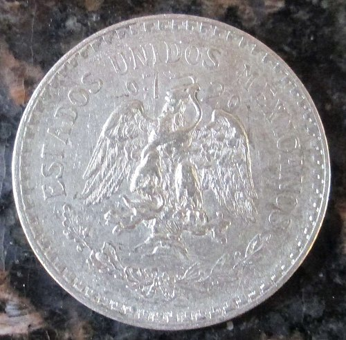 1923 Mexican Silver 1 Peso Silver Cap and Ray **VERY FINE**