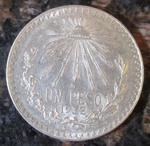 1932 Mexican Silver 1 Peso Silver Cap and Ray **ALMOST UNCIRCULATED+*