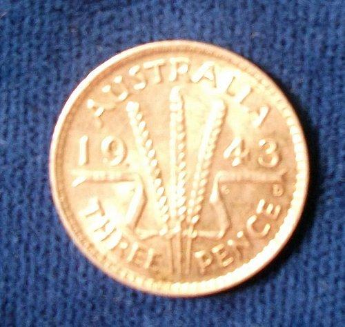 1943D Australia Threepence BU.