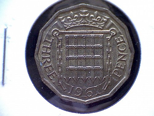 1961 GREAT BRITAIN QUEEN ELIZABETH 11  THREE PENCE