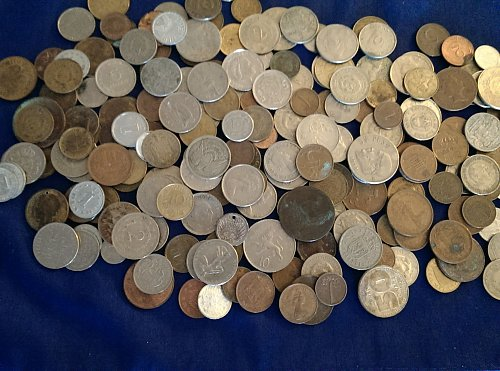 200 coin lot of foreign world coins circulated
