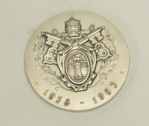 Pope John XXIII and Coat of Arms Medallion (50mm)
