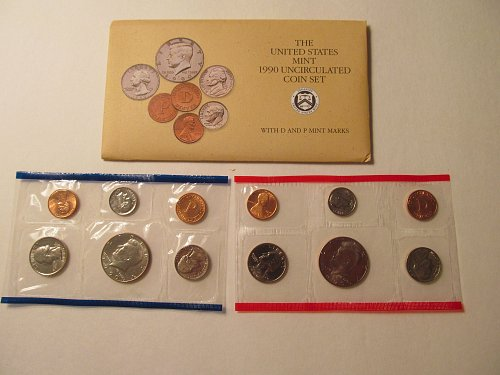 1990 US Mint uncirculated coin set.