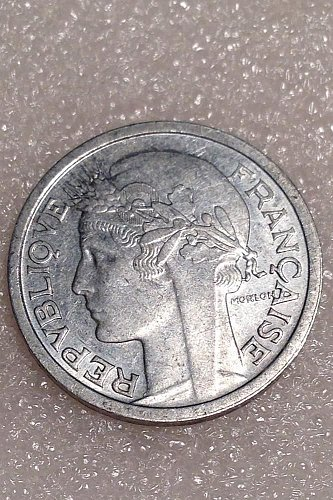 2-differant 1944  1 franc