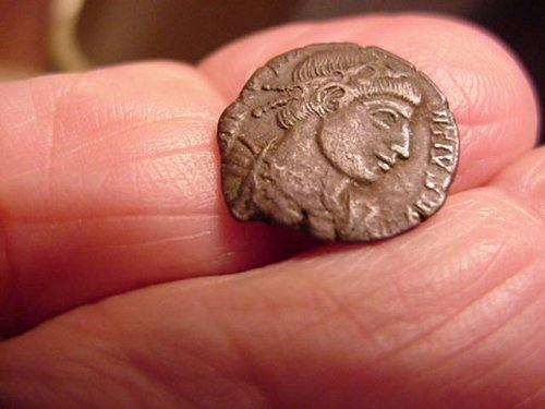 genuine ancient coin from the 300's ad #111