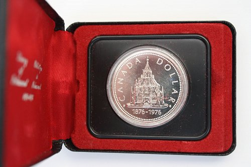 1876 - 1976 CANADA CENTENARY OF OPENING OF LIBRARY OF PARLIAMENT DOLLAR