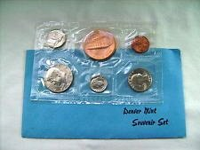 1981   DENVER  SOUVENIR MINT SET  -  5 COINS PLUS  MINT TOKEN