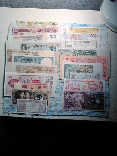 20 DIFFERENT CRISP AU/BU WORLD BANKNOTES
