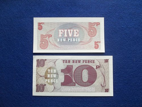 BRITISH MILITARY NOTE 2 PIECE LOT WORLD PAPER MONEY UNCIRCULATED CONDITION !