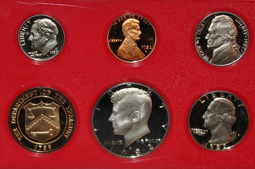 COLLECTIBLE 1982 S PROOF COIN SET.....ONE SET....