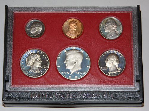 COLLECTIBLE 1981 S PROOF COIN SET TYPE 1 COINS....ONE SET