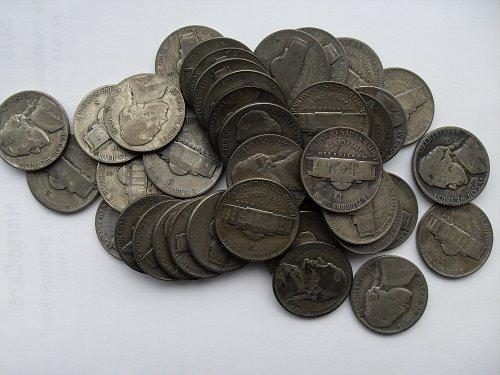 Roll of 40 war nickels