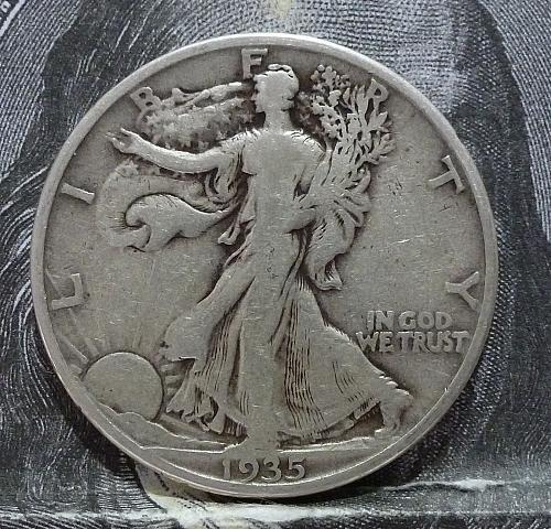 1935 S Walking Liberty Half Dollar in Very Fine Grade ( 6057 )