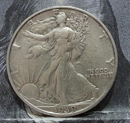 1939 S Walking Liberty Half Dollar in Extra Fine Grade ( 6067 )
