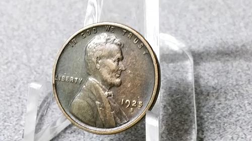 1925 S very nice looking Lincoln Copper Wheat Cent as shown in photos.