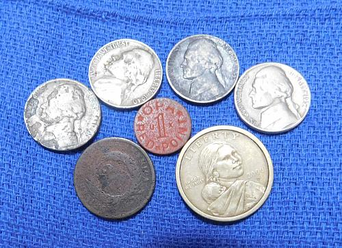 MIXED LOT OF JUNK DRAWER COINS