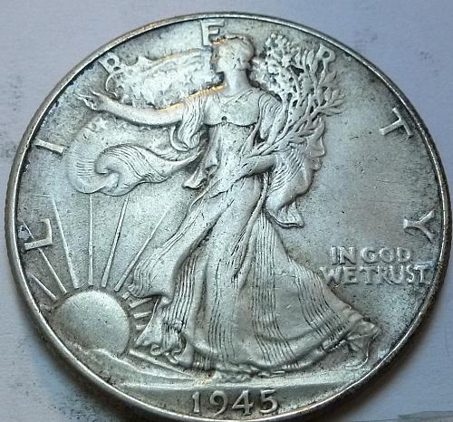 1945-P Walking Liberty Half Dollar in About Uncirculated Grade ( 168 )