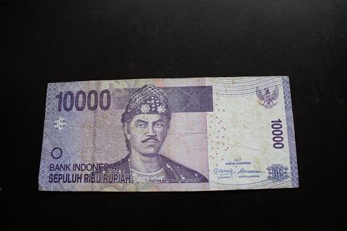 2011 INDONIESIA 10,000 RUPIAH BANKNOTE