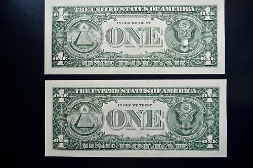 1999 (2) consecutive $1.00 bills
