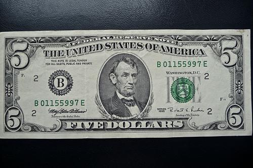 1995 $5.00  Federal Reserve Note. ERROR