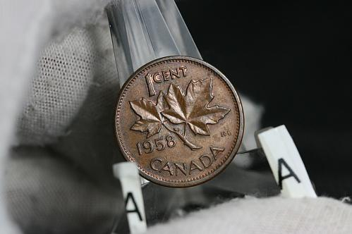 """1958  Canada small cent Hanging """" 8 """""""