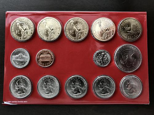 2007 P & D US Uncirculated Mint Set with the COA