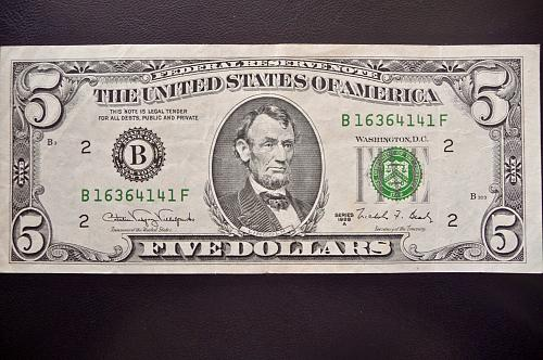 1988-A  $5.00. Federal Reserve Note