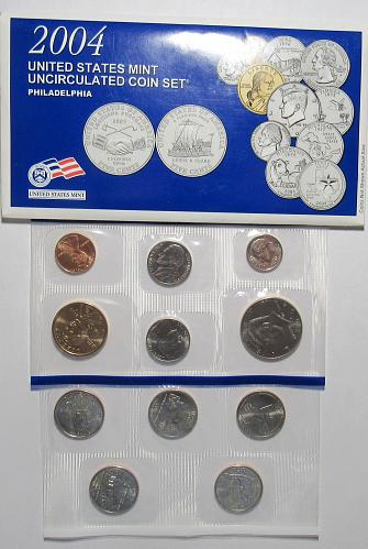 2004 PD Uncirculated Mint Set in good condition.
