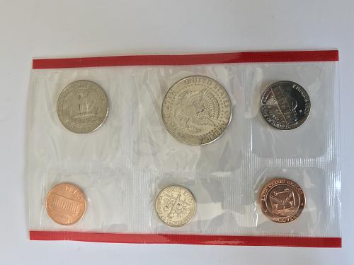 1988 P&D US Uncirculated Mint Set in the envelope W/ Spec Sheet (912-4)