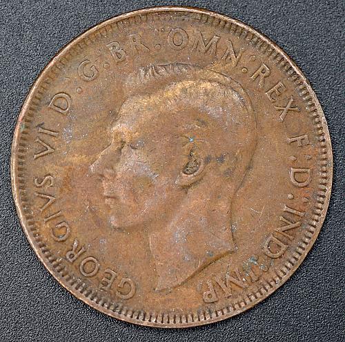 1941 K.G. Australian Penny , 97% copper. 4 photo's.  V1P3R4