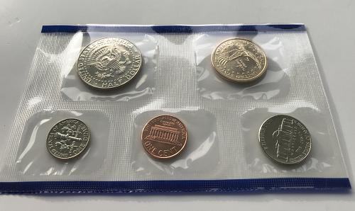 2003 P & D US Uncirculated Mint Set in the envelopes W/COA