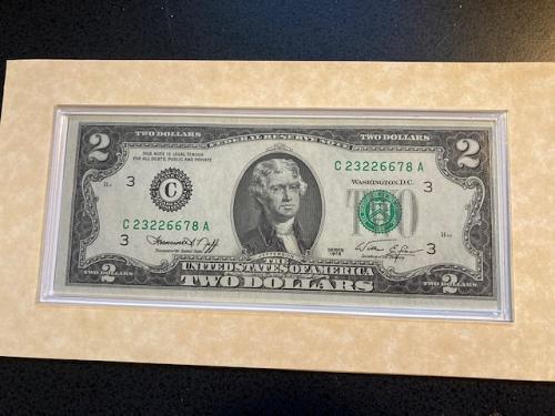 1976 $2 Dollar Note. Beautiful, Uncirculated. Philadelphia Mint.