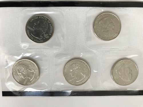 2005 P&D US Uncirculated Mint Set in the envelopes W/COA (0101-1)