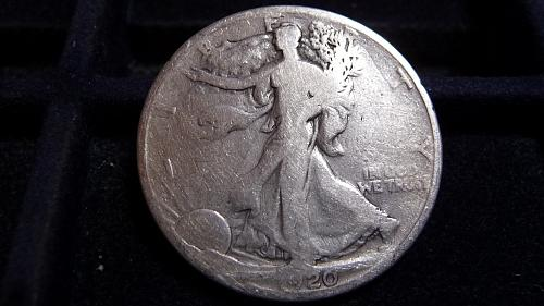 1920-P WALKING LIBERTY SILVER HALF DOLLAR IN GOOD CONDITION  B-10-21