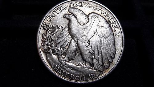 1946-P WALKING LIBERTY SILVER HALF DOLLAR IN VERY FINE CONDITION  B-11-21
