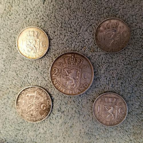 Wilhelmina & Juliana Koningin der Nederlanden 1 & 2 1/2 gulden coins (5 total)
