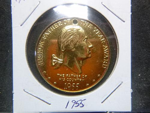 HICORY FATHER OF THE YEAR FATHER OF THE COUNTRY 1955 MEDALLION