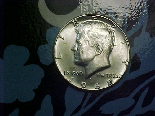 1969 D KENNEDY HALF DOLLAR            an69