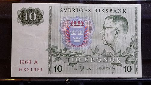 1987 SWEDEN TIO (10) KRONOR  PAPER CURRENCY IN FINE CONDITION  D-27-21