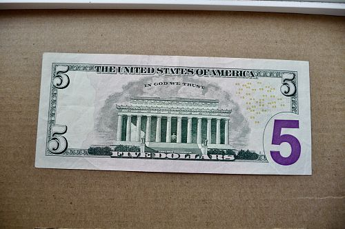 2006 $5.00 Federal Reserve Note.  Type 2