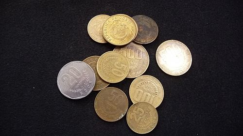 12 COINS FROM COSTA RICA MIXED DATES AND AMOUNTS  E-13-21