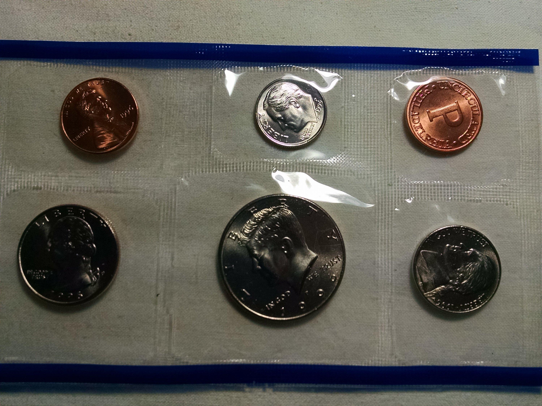 MINT w//50th W mint  dime MINT SETS Produced  BY U.S 1996  U.S